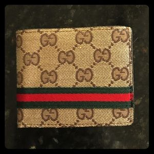 New Gucci wallet . Great quality. (N.A)