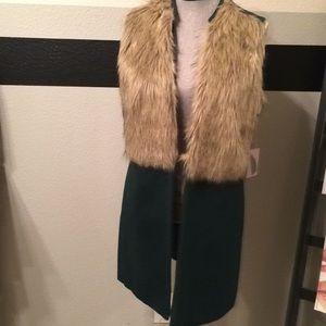Hunter green vest jacket with faux fur