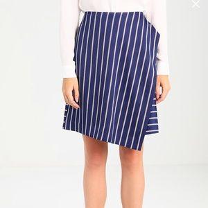Bananar Republic Crossover asymmetric skirt.