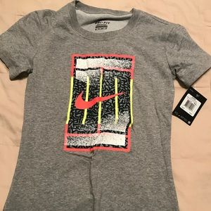 Nike tennis t shirt NWT