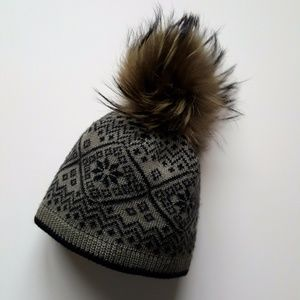 Dark Green Print Hat / Natural Fur