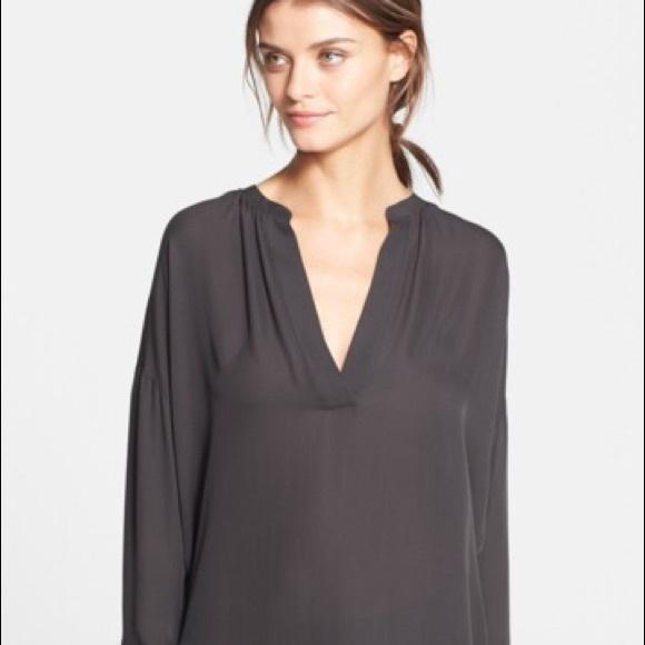 6edf81786acdd8 Vince silk long sleeve popover blouse in gray. M 5a17cbec4e95a3189f05a2ed