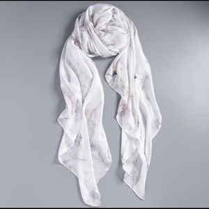 🆕Vera Wang White Marble Scarf🆕