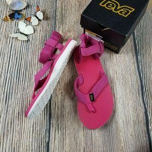 New TEVA raspberry pink sport sandal