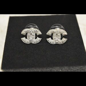 Hot🔥Authentic Chanel silver earrings