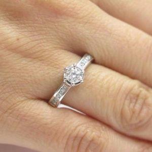 Fine 18Kt Round Diamond Engagement White Gold Ring