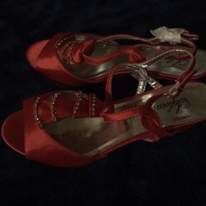 Size 8 M Satin upper shoes in red
