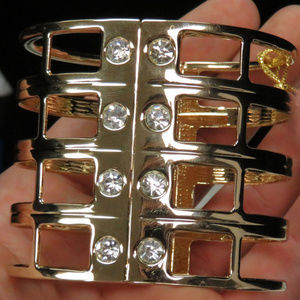 bebe gold cuff bracelet with crystal NWOT bbb09nc