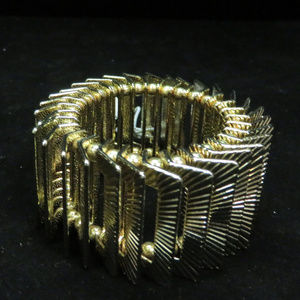 bebe gold stretch bracelet NWOT bbb03nc