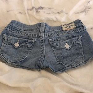 Size 26 but fits more like 25 true religion shorts