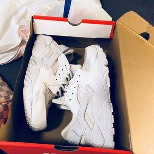 Nike Air Huaraches - white