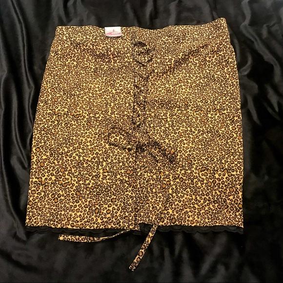 76a9d6380f2 NWT! Torrid Leopard Print Corset Back Skirt NWT