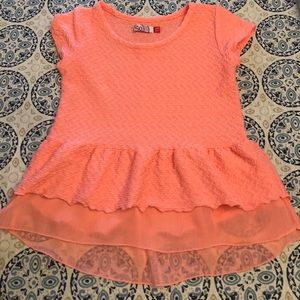 Layered top! Excellent Condition!