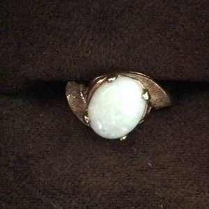 10K YELLOW GOLD OPAL RING 4 1/2