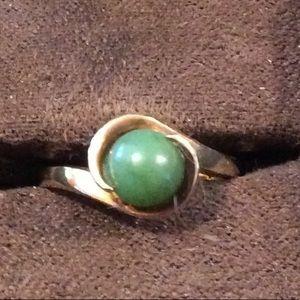 10K Yellow Gold Jade Ring Size 6 1/2