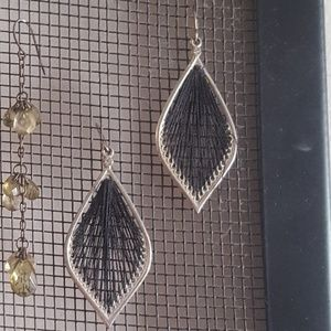 Jewelry - Super chic tear drop feather dangle earrings