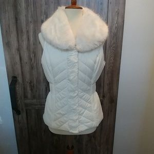 WHBM puffer vest with removable faux fur collar