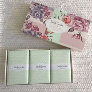 Mary Kay limited Edition Into the Garden soap set