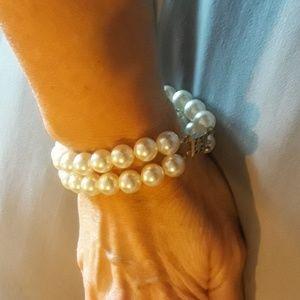 Gorgeous vintage faux pearl double strand bracelet