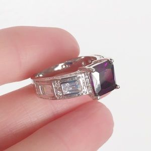 Beautiful Ring in size 8.