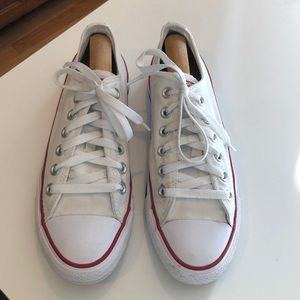 LIKE NEW Converse All Stars Low-Top