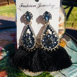 Jewelry - NEW dramatic tassel earrings