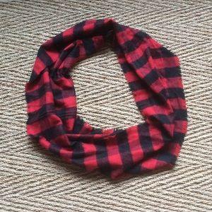 Buffalo plaid/checked infinity scarf no flaws.