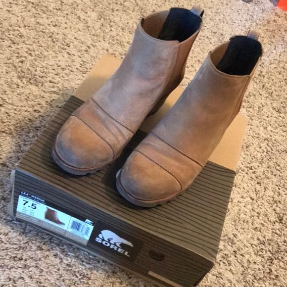 ff8ded34df1 Gently worn Sorel Lea Wedge Boots in Elk