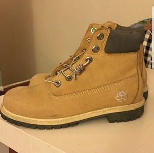 Good old Timberland boots except it's like new