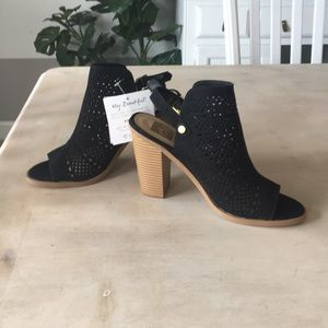 dv peep toe sling back perforated heels