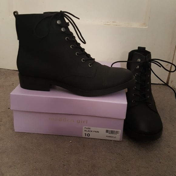 Madden Girl Fuze Combat Boots Size