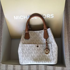 Michael kors signature greenwich with box