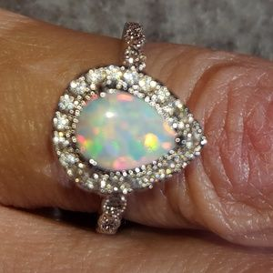Jewelry - Pear shaped opal ring