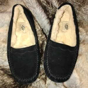 Authentic Ugg Size 6 Slippers