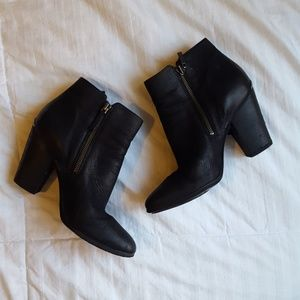 Michael kors black heeled booties