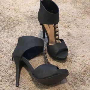 Michael Antonio zip up open toed heels