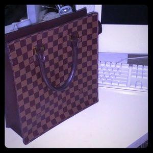 Louis Vuitton ebene