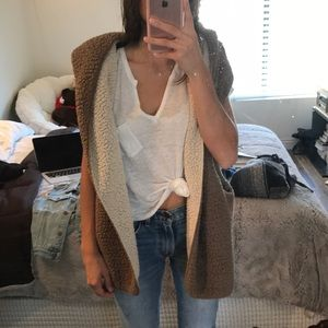 Reversible fluffy and soft vest by UO
