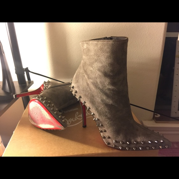 brand new bff3c 7ffdf Christian Louboutin Suede Willetta Spike Boots