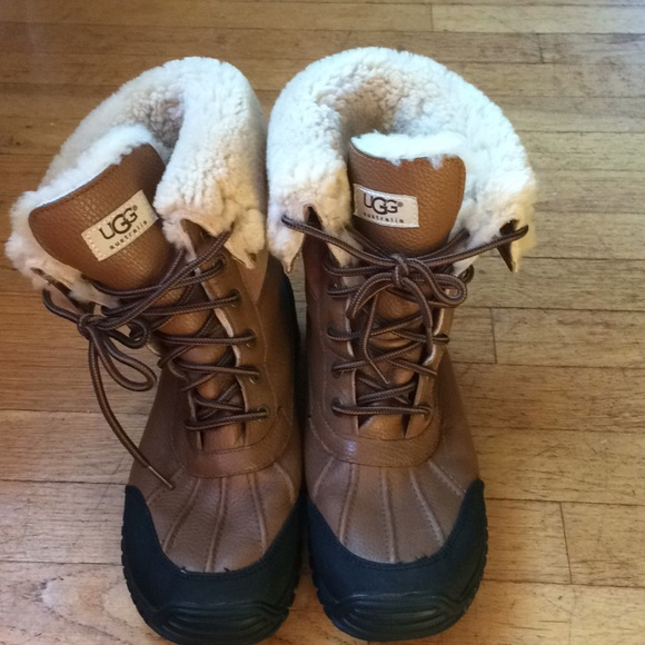 bdec2e76125 Ugg leather winter boots. Size 10 fully lined.