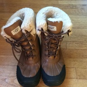Ugg leather winter boots. Size 10 fully lined.