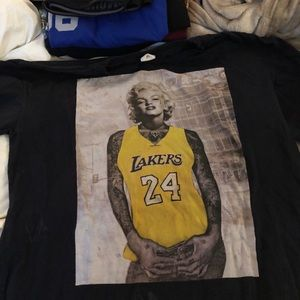 T-shirt featuring Marilyn Monroe with Kobe jersey