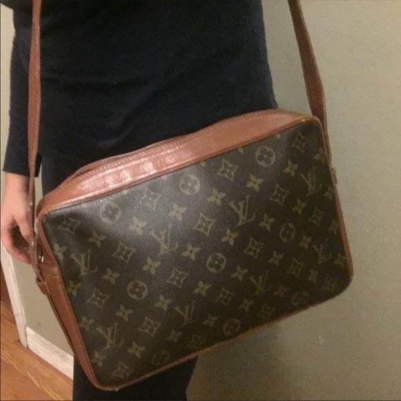 cbede82631 Louis Vuitton Handbags - Auth Louis Vuitton Sac Bandouliere GM Crossbody