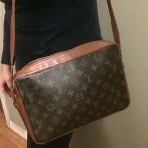Auth Louis Vuitton Sac Bandouliere GM Crossbody