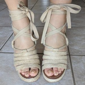 Like new! Steve Madden tweed lace up wedge sandals