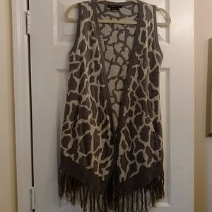 Sweater vest. BCBG MaxAzria size m. Grey with gold