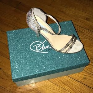 Betsy Johnson Silver Satin Bow. Best Offer!