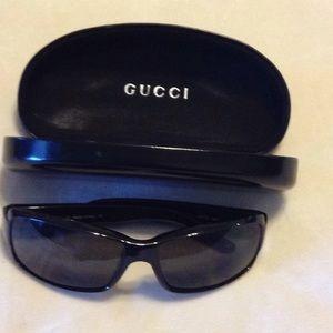 Gucci black sunglasses with case