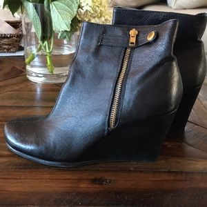 Chinese Laundry Black Leather booties 8.5