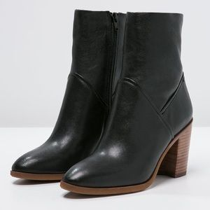 Aldo Fearian Ankle Boots 8